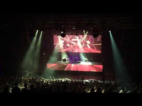 David Guetta & Showtek feat. Vassy - BAD Hardwell Live in Athens 2015