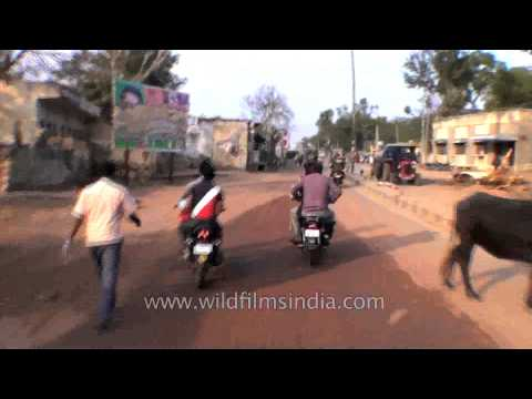 Passing through the congested streets of Dausa