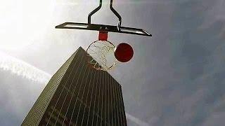 В США любитель баскетбола попал в кольцо, бросив мяч с крыши небоскреба.