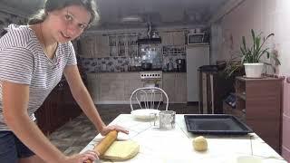 Папа с утками Нина с пирогом Вика с Аней с хлебом а мама с рекламой