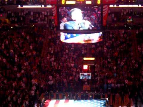 San Antonio Spurs gegen Charlotte Bobcats National Anthem