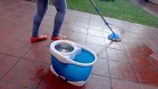 Limpiando con la mopa magica Spin Mop 360 (simil Spin and Go)