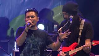 Andra And The Backbone - Hitamku  Live