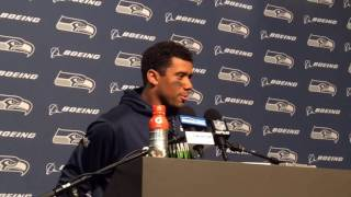 Russell Wilson says injured knee is fine