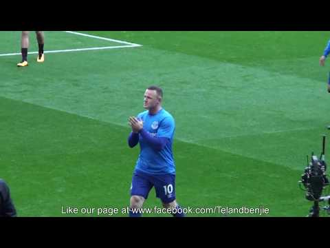 Rooney Returns to Old Trafford and is applauded by the Manchester United Fans