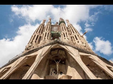 Barcelona A walking tour around the city / Un paseo por la ciudad