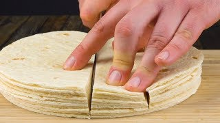Кладем 10 лепешек стопкой и режем на 4 полоски. Какая оригинальная форма!