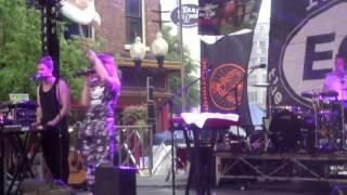 Broods - Coattails (live at Pearlpalooza)
