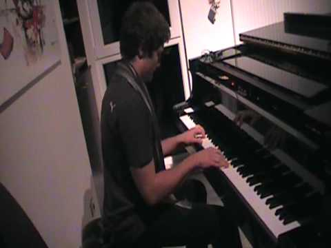 The Bloody Beetroots mix piano