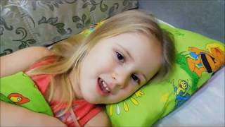 Моя четырёхлетняя внучка поёт молитвы Рождеству))Богородице))Бог Господь))
