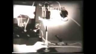 видео Электрический ток в жидкостях и газах