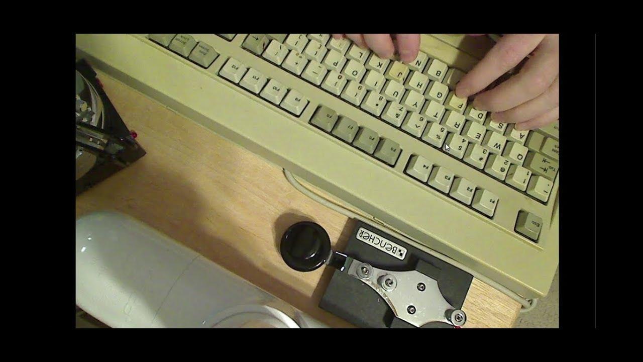 demo of a MFJ-451 CW KEYBOARD keying a custom software(Linux) CW KEYER
