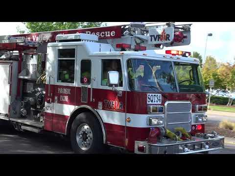 Squirt 34 Responding Tualatin Valley Fire & Rescue(2002 61' Pierce Dash Skyboom)