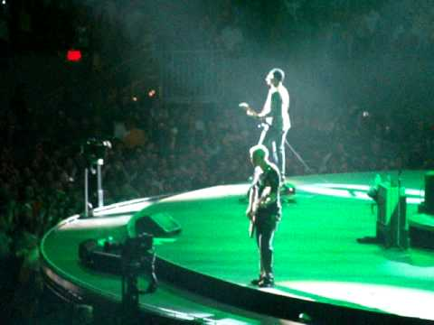 U2 - End of I'll Go Crazy, Sunday Bloody Sunday - Houston, TX 10/14/2009 - by Donna Outlaw.MPG