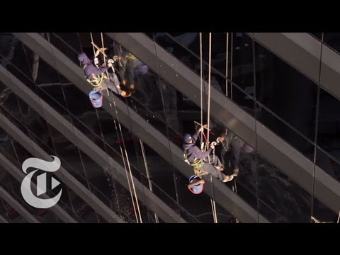 Paraíso: Immigrant Window Cleaners at Work in Chicago | Op-Docs | The New York Times