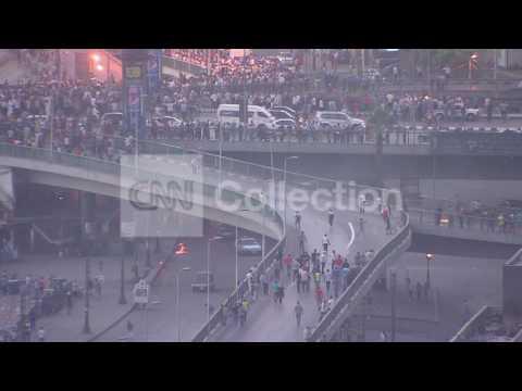 EGYPT:CLASHES ON MAIN BRIDGE IN CAIRO