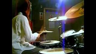 カルピスのCMで使われた曲です。 This is a video of the drums. Artist...