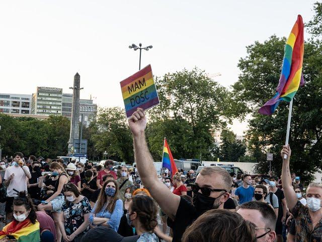 Demonštrácia LGBTI komunity vo Varšave 08/08/2020 (slovenské titulky)