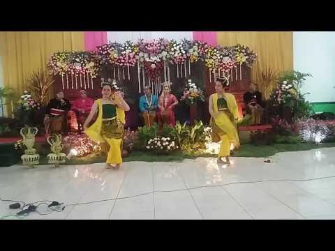 Tari Gambyong Pareanom oleh Sekar Arum Dancers