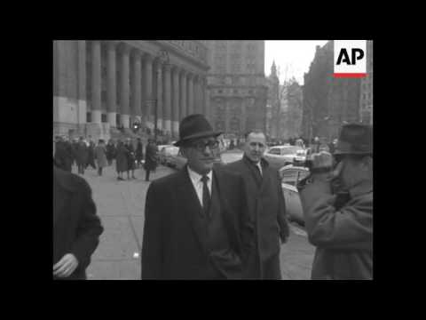 Sam Giancana leaves court after appearing before a federal grand jury probing activities of Joseph B