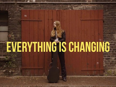 Смотреть клип Kadavar - Everything Is Changing
