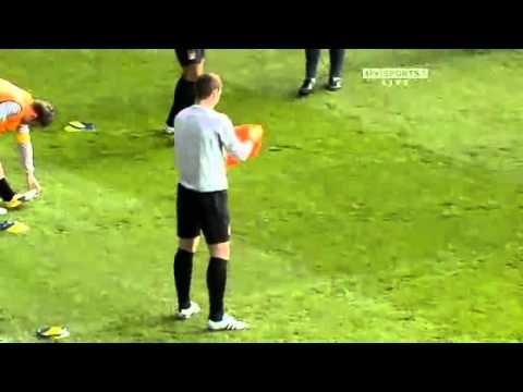 Edin Dzeko help Mario Balotelli funny