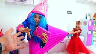 Тася как принцесса в красивом платье от ФЕИ
