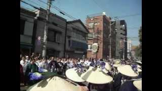 神輿の宮出し。2012年5月27日午前8時頃から撮影。千束稲荷神社での神輿...