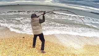 Solo Storm Beach Fishing: Coastal Cookup - Mussels, Prawns & Squid