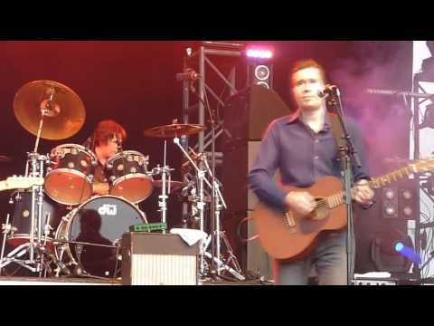 Jim McDermott with Justin Currie - Move away Jimmy Blue live at Stockton Riverside Fest. 2010[1].mp4