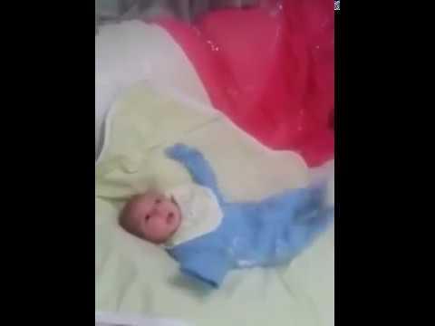 BABY DANCE - طفل يرقص على اغنية بشرة خير thumbnail