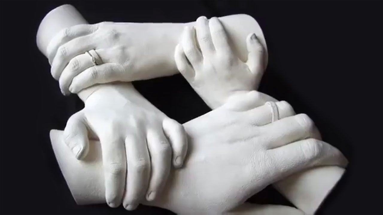 Скульптура руки из гипса