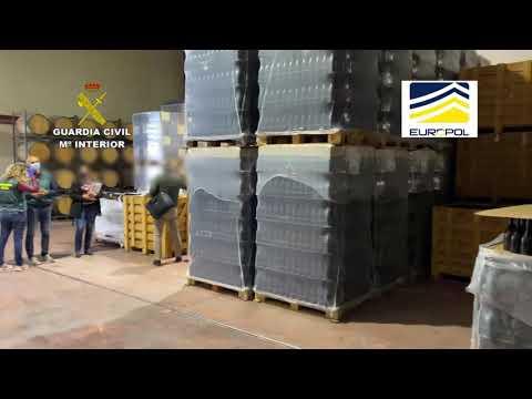 VÍDEO | Incautadas 25.000 botellas en tres bodegas por presunto fraude alimentario