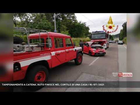 TAMPONAMENTO A CATENA, AUTO FINISCE NEL CORTILE DI UNA CASA   16/07/2021
