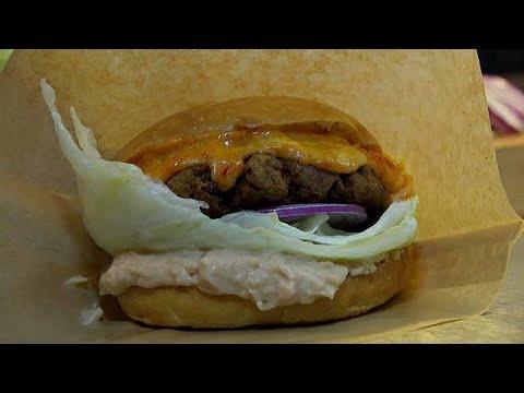Hambúrguer bate baguete com fiambre e queijo