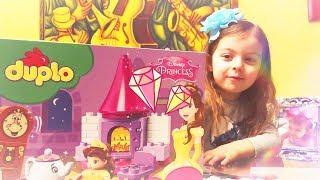 Аврора собирает лего Красавица и чудовище/Aurora is playing with the lego Beaty and the Beast