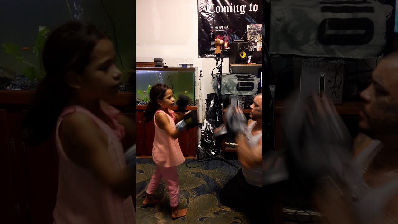 Puppet teaching his daughter desaray basic boxing combos and counters... south paws