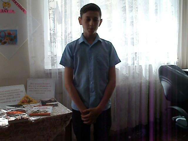 Изображение предпросмотра прочтения – ДмитрийСмирнов читает произведение «На братских могилах не ставят крестов...» В.С.Высоцкого