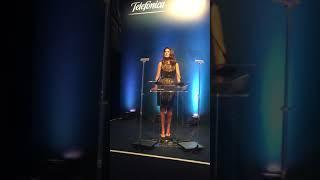 Jacque Dalabona apresenta evento em inglês