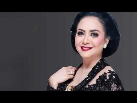 Download lagu gratis Best Of SUNDARI SOEKOTJO Full Album Mp3