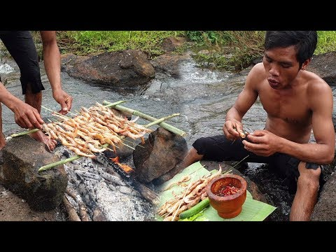 Survival Skills Wild Man Roasted Shrimps near River / Eating Delicious
