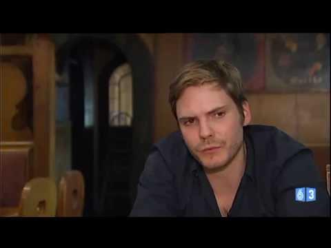 Daniel Brühl se crió en un pueblo de vampiros
