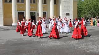 Флэшмоб приуроченный ко Дню России/ www.serovglobus.ru
