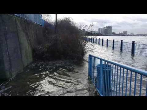 Woolwich/Thamesmead Riverside Footpath Flooding 14 January 2017