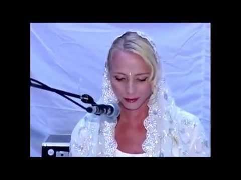 English Women Singing The Shabad Kirtan In Gurumukhi
