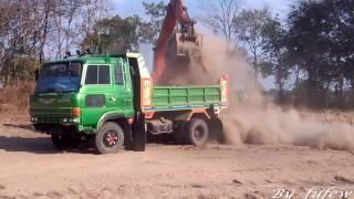 รถแบคโฮ ฮิตาชิ ขุดลอกนาตักดินใส่รถดั้ม 6 ล้อ เทดินถมที่  Excavator HITACHI  & Trucks