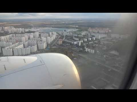Russia: Landing at Vnukovo Airport in Moscow by UTair モスクワ:ヴヌコヴォ空港への着陸