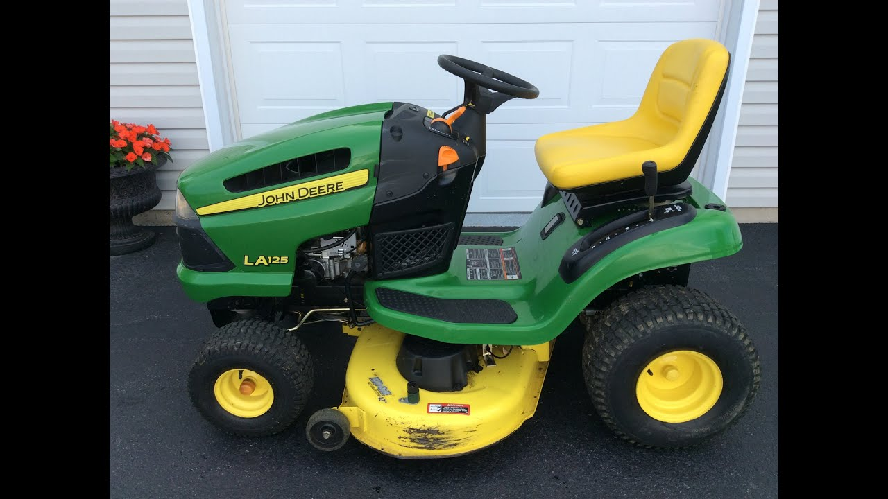 John Deere 100 Series >> John Deere 100 Series Riding Lawn Mower Youtube