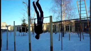 Трюки на турнике(В этом видео представлены различные трюки на турники., 2010-03-15T15:24:22.000Z)