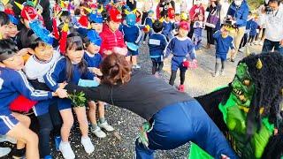 124年ぶりに節分となった2日、高知県四万十市の不破八幡宮で節分祭があり、園児179人が豆まきをして鬼を退治した。「あっちいけ!」「鬼は外」。今にも泣き出しそうな顔 ...